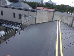 屋根材の設置と貫板と棟板金の設置