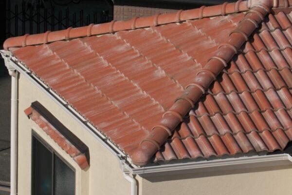 セメント瓦の屋根のひび割れ・剥がれ等の修理方法