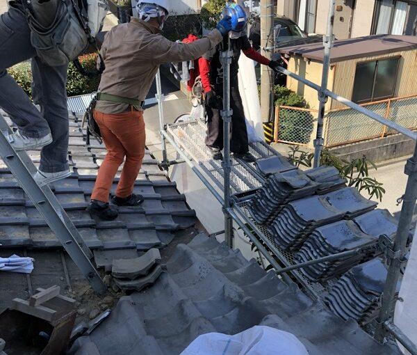 徳島県美馬市 屋根葺き替え工事 屋根のリフォーム方法 瓦の撤去 火災保険を使った修繕工事