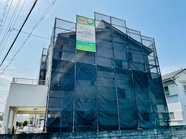 徳島県小松島市 S様邸 外壁塗装 足場の組み立て 飛散防止ネット(メッシュシート) (1)
