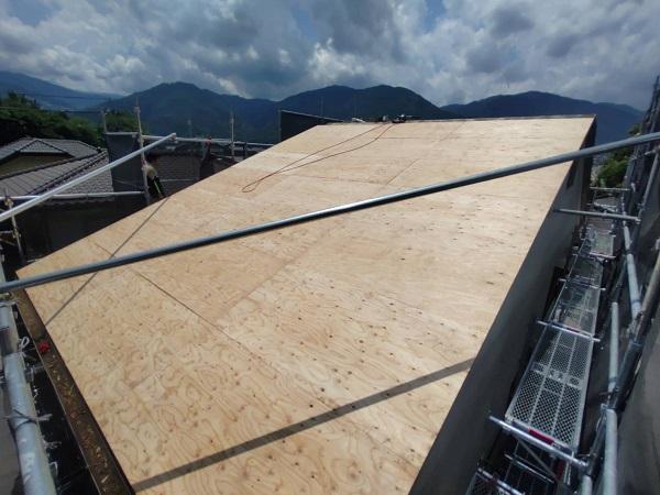 徳島県三好郡東みよし町 屋根葺き替え工事 野地板張り 防水シート (3)