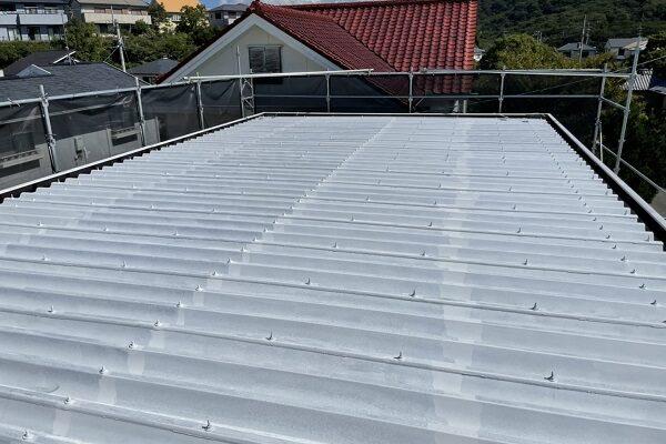 徳島県鳴門市 Y様邸 屋根塗装・外壁塗装・付帯部塗装 養生 屋根下塗り (1)