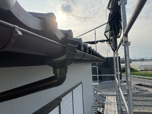 徳島県徳島市 H様邸 屋根葺き替え工事・破風板金交換・樋交換・外壁塗装 雨樋の役割 破風とは (2)
