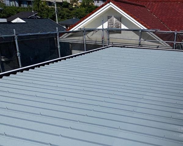 屋根塗装・外壁塗装・付帯部塗装 屋根中塗り・上塗り 日本ペイント ファインパーフェクトベスト